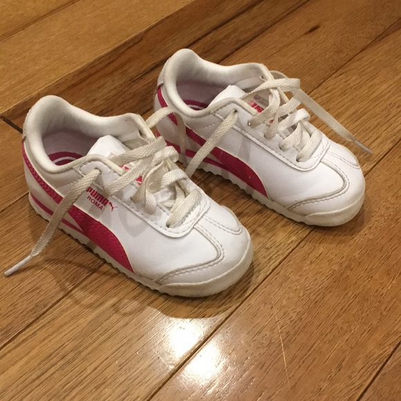 Pink and white pumas fb1dc5a37